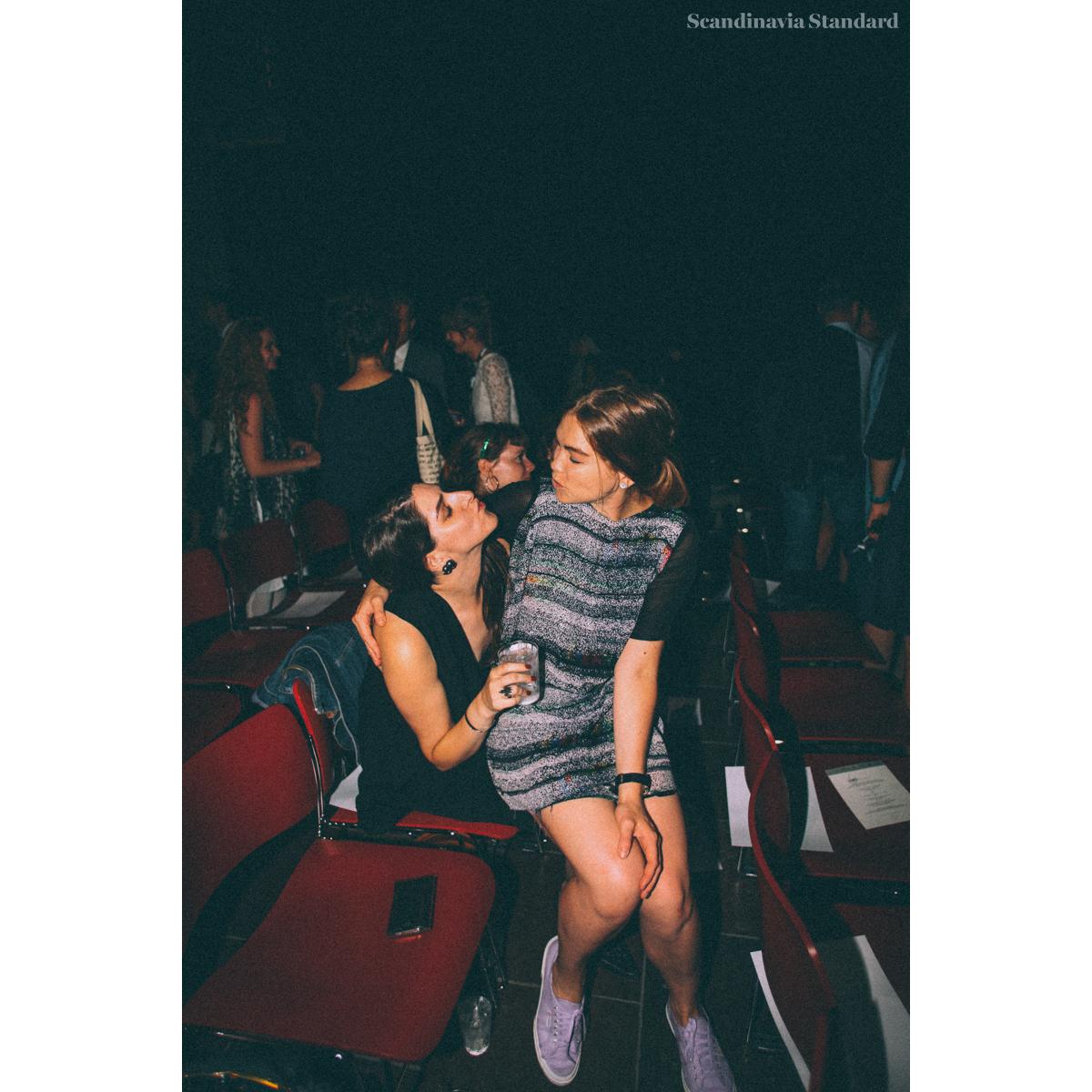 AIR KISS | Scandinavia Standard - Rebecca & Freya