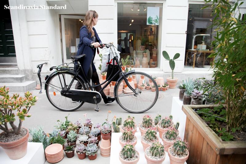 Kaktus Copenhagen - Walking Along with Bike - Street Style - Jægersborggade | Scandinavia Standard