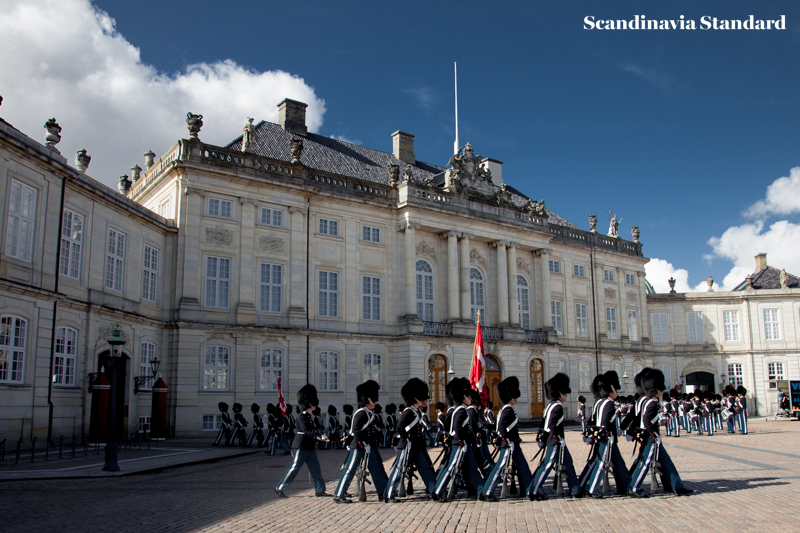 Amalienborg Palace - Changing of the Guide | Scandinavia Standard