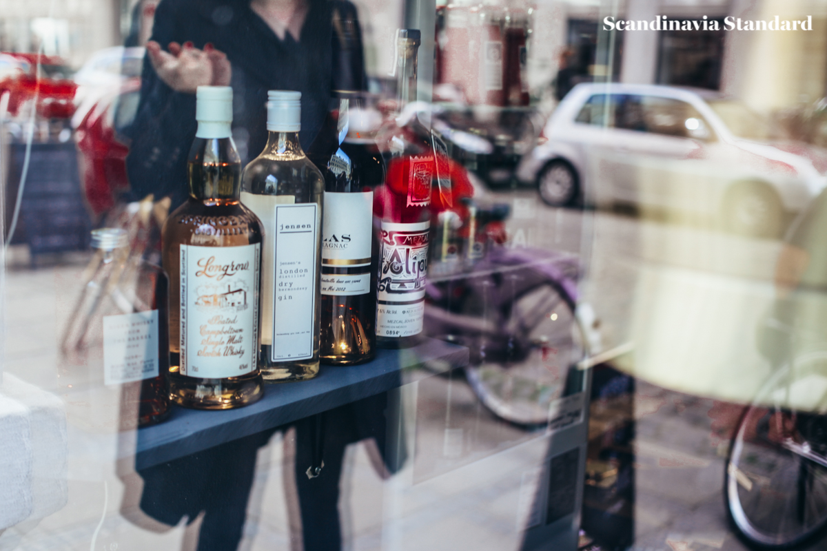 den-sidste-drabe-reflections-in-the-glass-scandinavia-standard