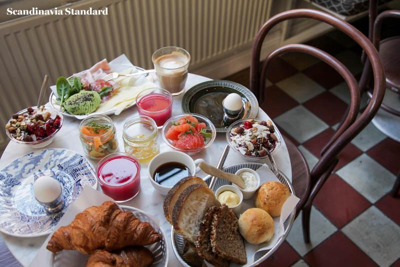 Pom & Flora Table Spread Brunch in Stockholm | Scandinavia Standard