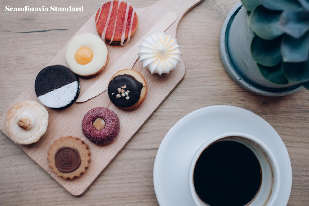 Lakkerbaer småkager og kaffe - Danish Small Cakes - Must Visit Copenhagen   Scandinavia Standard