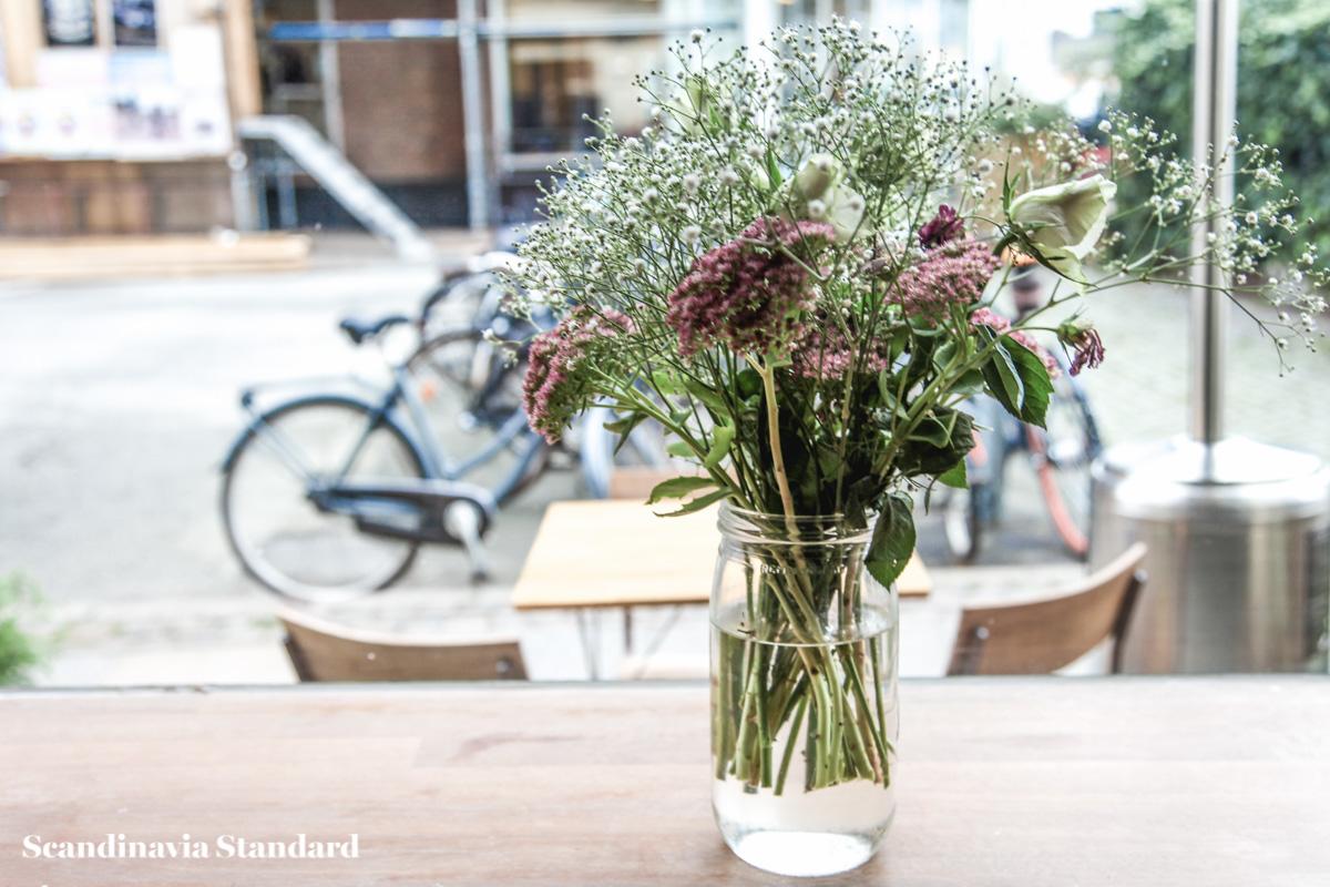 Flowers at Je T'aime Copenhagen | Scandinavia Standard
