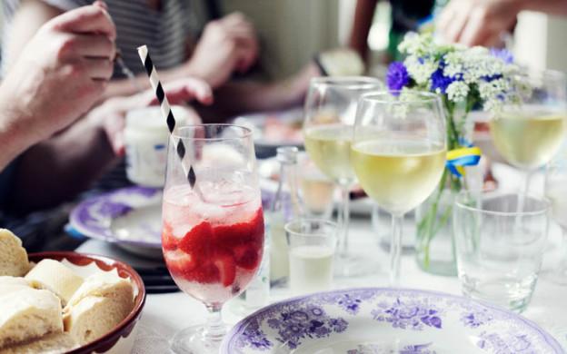 Swedish-Midsummer-Table-Setting-Wine-Strawberry-Cocktail-Emily-Dahl-Scandinavia-Standard-2