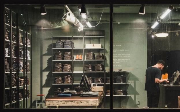 nudie-jeans-repair-shop-jakobsbergsgatan-stockholm-panorama_800x800-2