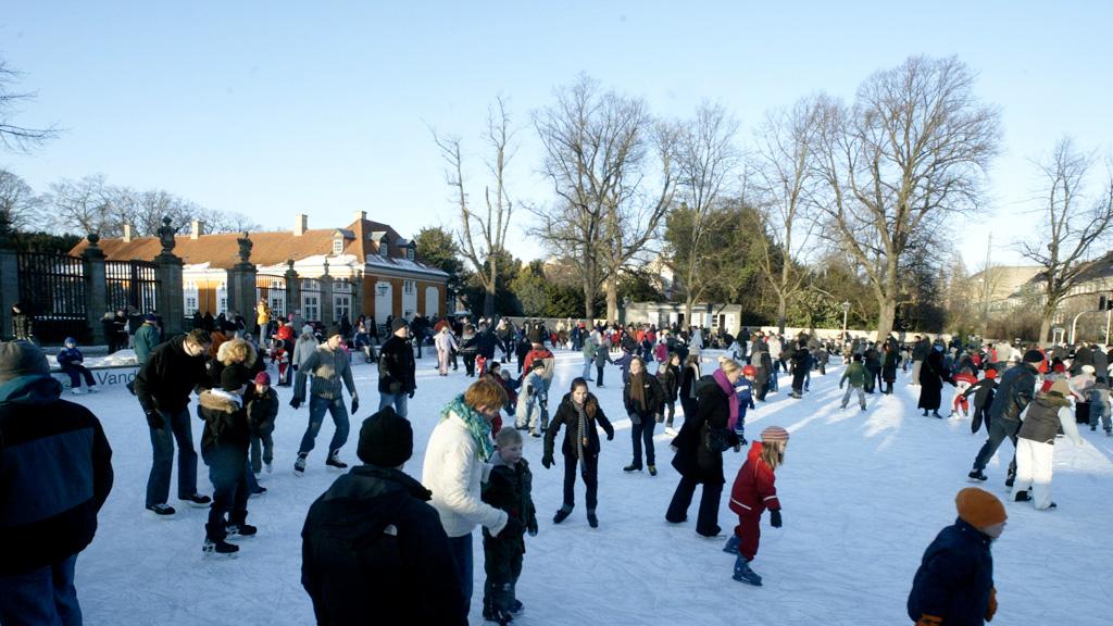skating-at-frederiksberg-rundel