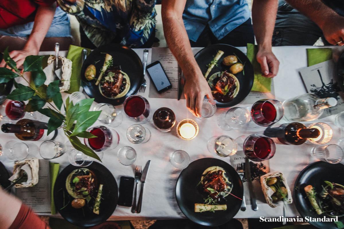 det-veldaekkede-bord-scandinavia-standard