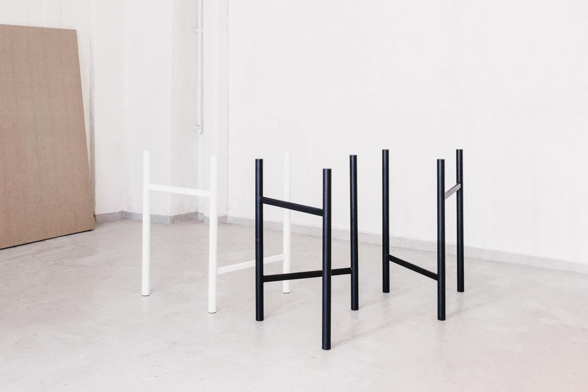 elementa-desk-un-steel-standard-poles-scandianvia-standard